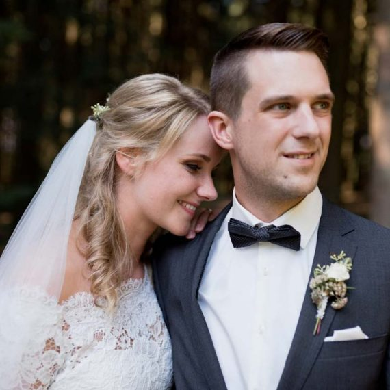 Halbgesteckte, lockige Brautfrisur